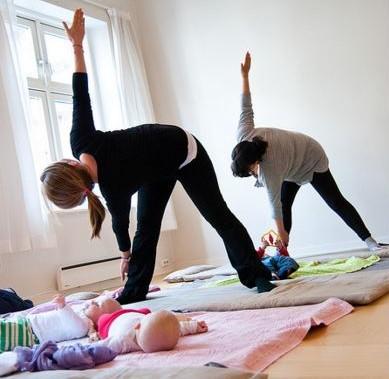 mum and baby yoga trikonasana (2)